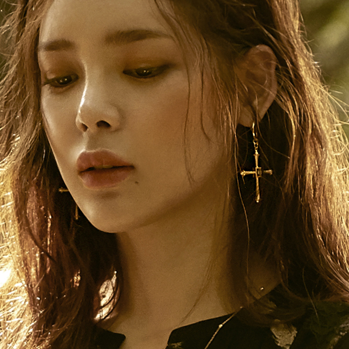 Dreamer Big Cross Earrings<br><b>주문폭주 / 순차배송</b>