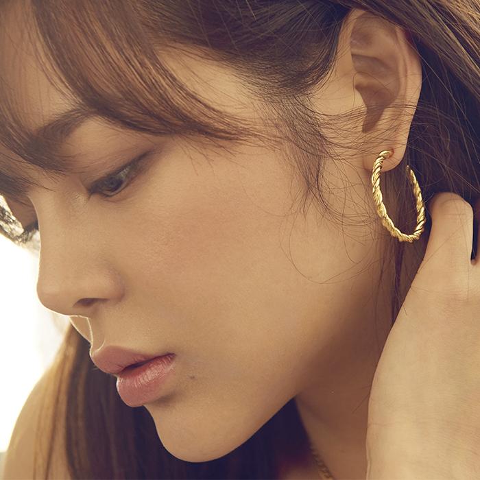 <b>박시연, 김소현, 손나은, 선미 착용</b><br>Midnight Sun Large Braid Hoop Earrings